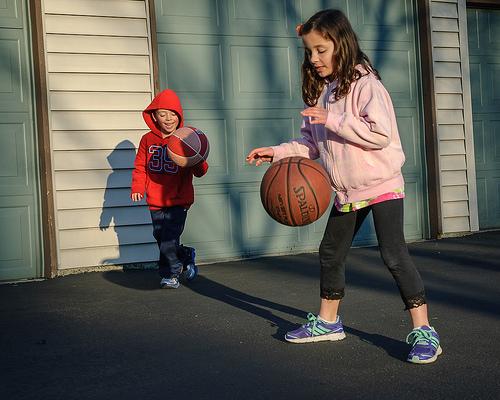この画像は、サイトの記事「バスケ ドリブル 基本 YouTube 無料視聴 動画 お探しの方におすすめ!」のイメージ写真画像として利用しています。