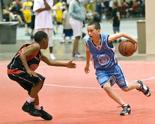 この画像は、サイトの記事「バスケ ドリブル 練習 YouTube 無料視聴 動画 お探しの方におすすめ!」のイメージ写真画像として利用しています。